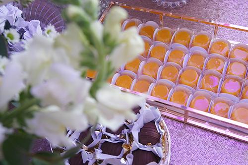 WHY - mesa de doces finos por Lima Limão Festas