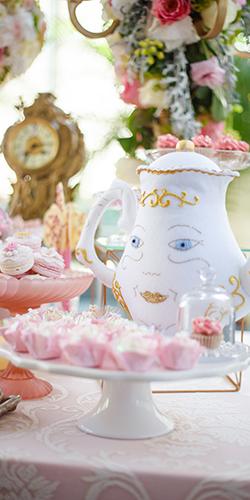 Batizado de princesa baseado na Bela e o Monstro - Lima Limão Festas