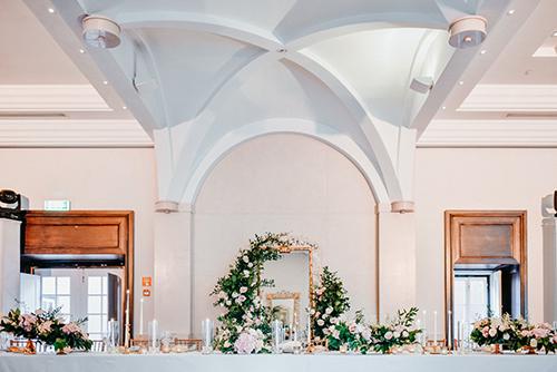 Casamento rosas em dourado - Lima Limão Festas